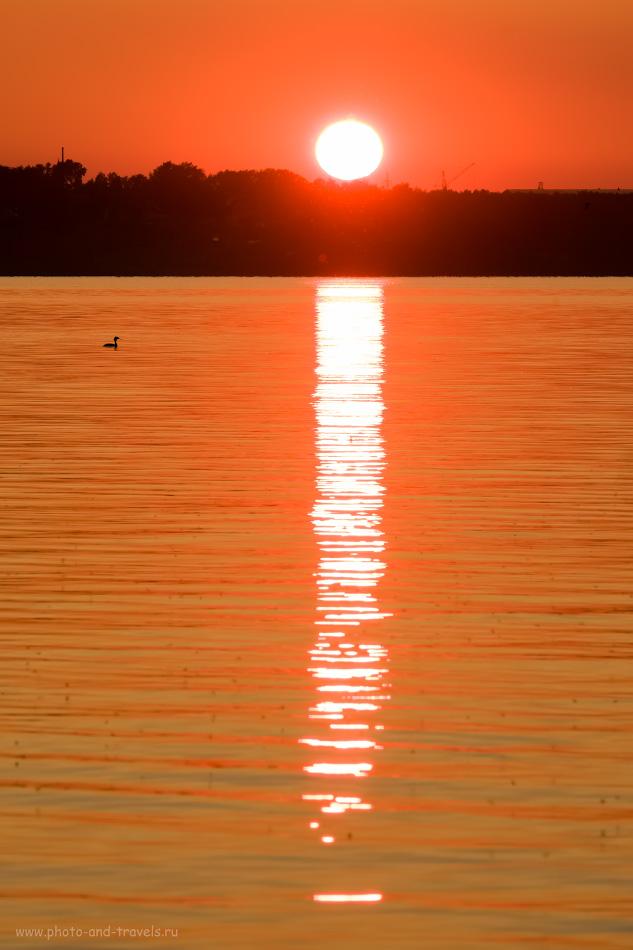 14. Если мы фотографируем солнце на закате шириком, оно в кадре будет выглядеть как точка. На 141 мм фокусного расстояния светило имеет уже более заметный размер. 1/140, 13.0, 200, +0.33, 141.