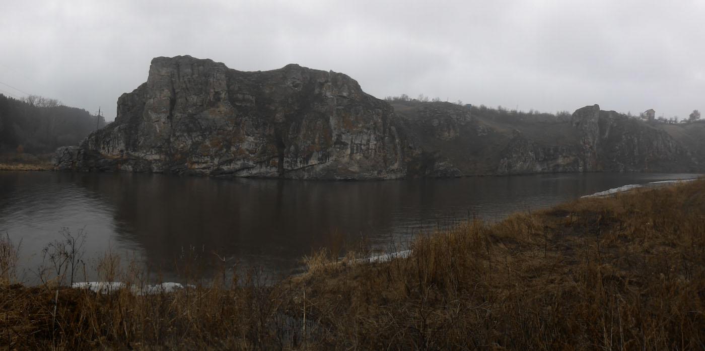 25. Вид на скалы Исетского каньона в Каменск-Уральском. Какие интересные места посмотреть недалеко от порога Ревун в Бекленищева. Снято на смартфон.