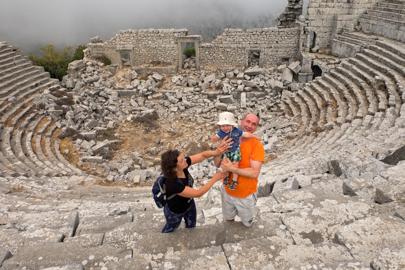 Фотография 10. Семейная фотосессия на ступенях античного театра в окрестностях Анталии. Как мы взяли в аренду машину и путешествовали по Турции самостоятельно с ребенком. 1/80, 10.0, 320, 16.