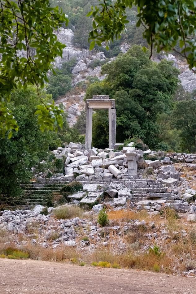 17. Триумфальная арка Адриановы ворота в Термессосе. Там же - храм Артемиды. 1/160, 8.0, 2500, +0.33, 55.