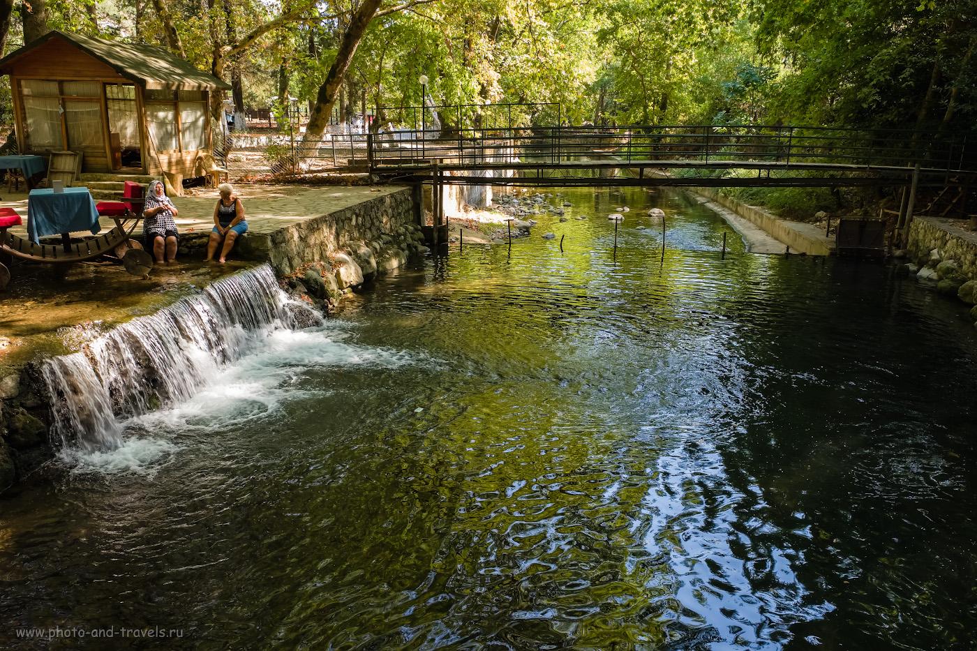 5. Ресторан «Tropik Restoran» - место в окрестностях Кемера, где можно отдохнуть в сени деревьев, наслаждаясь прохладой горной реки. Отзывы о самостоятельном отдыхе в Турции с маленьким ребёнком. 1/80, 8.0, 800, 18.