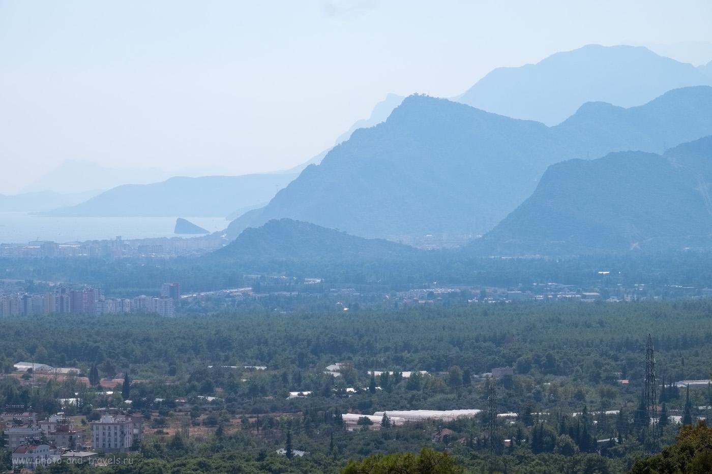 25. Вид со смотровой площадки на горы к югу от Анталии. 1/550, 9.0, 200, +0.33, 110.