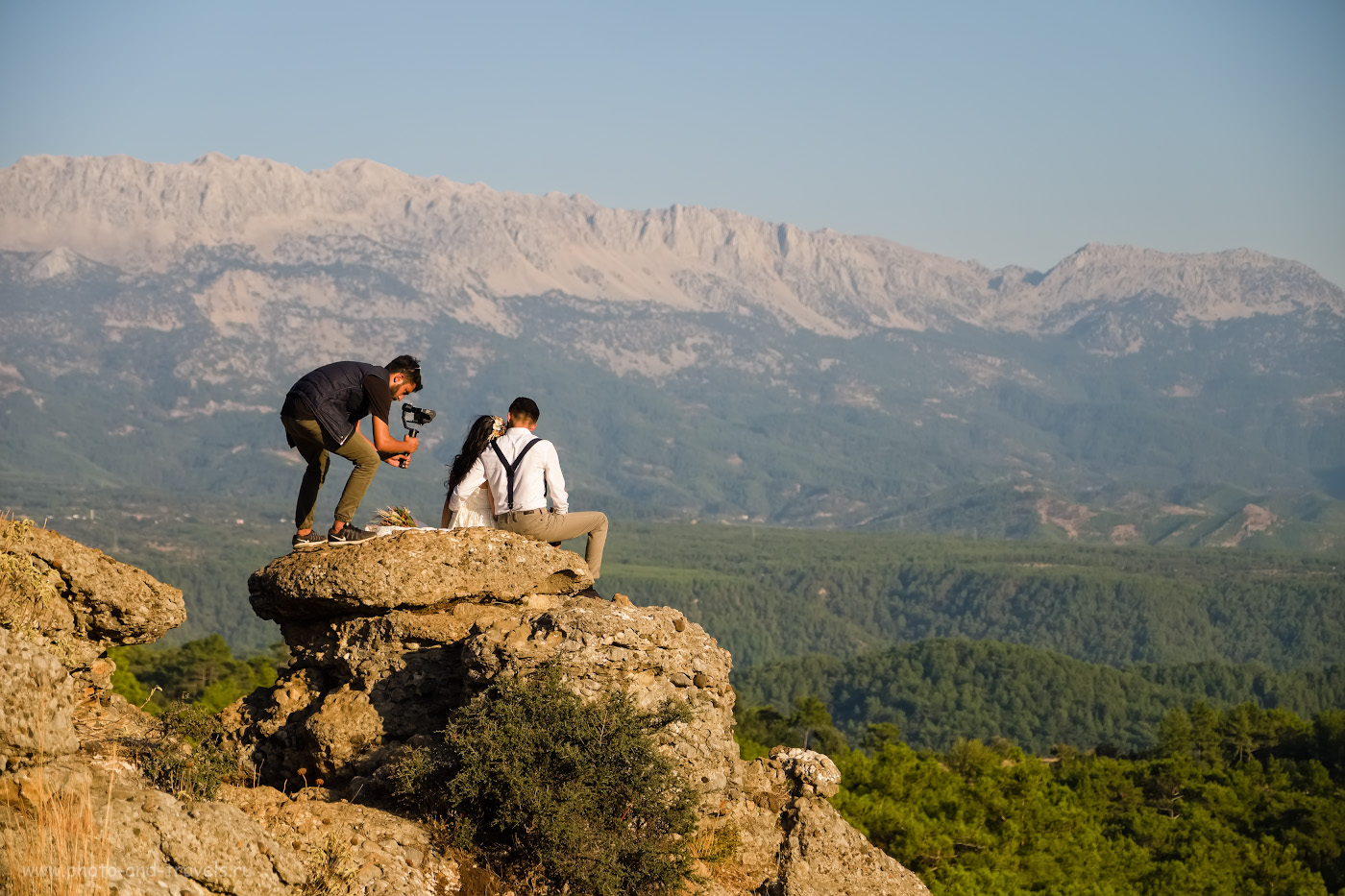 12. Фотограф снимает свадебную фотосессию на стене каньона Тазы в Турции. 1/3200, 2.8, 200, -0.33, 53.
