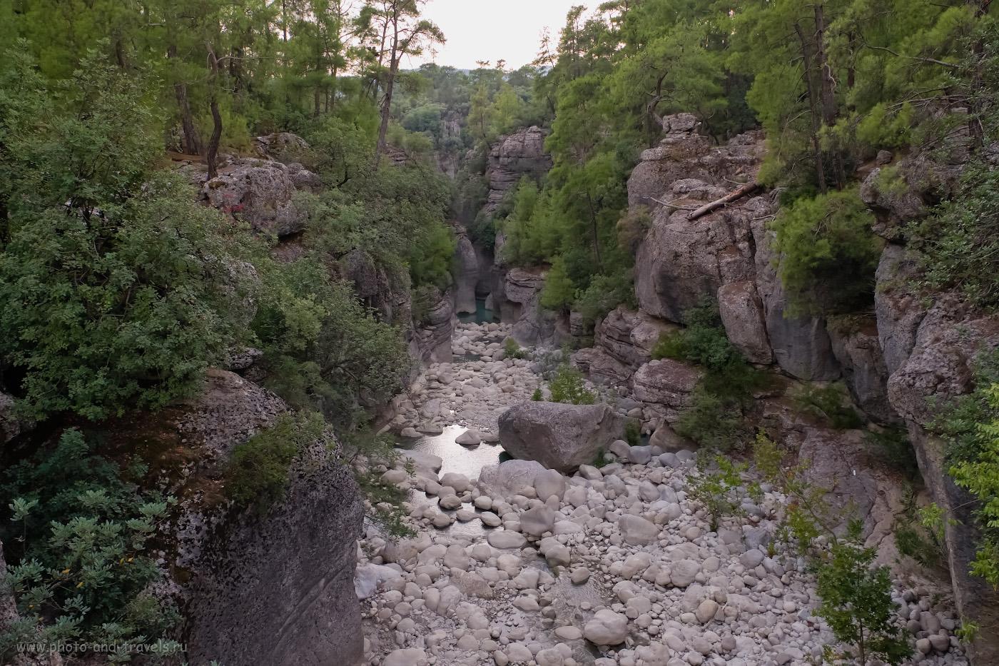 17. Вид на ущелье ручья, впадающего в реку Кёпрючай выше по течению от моста Олук. 1/50, 5.0, 3200, -0.67, 16.