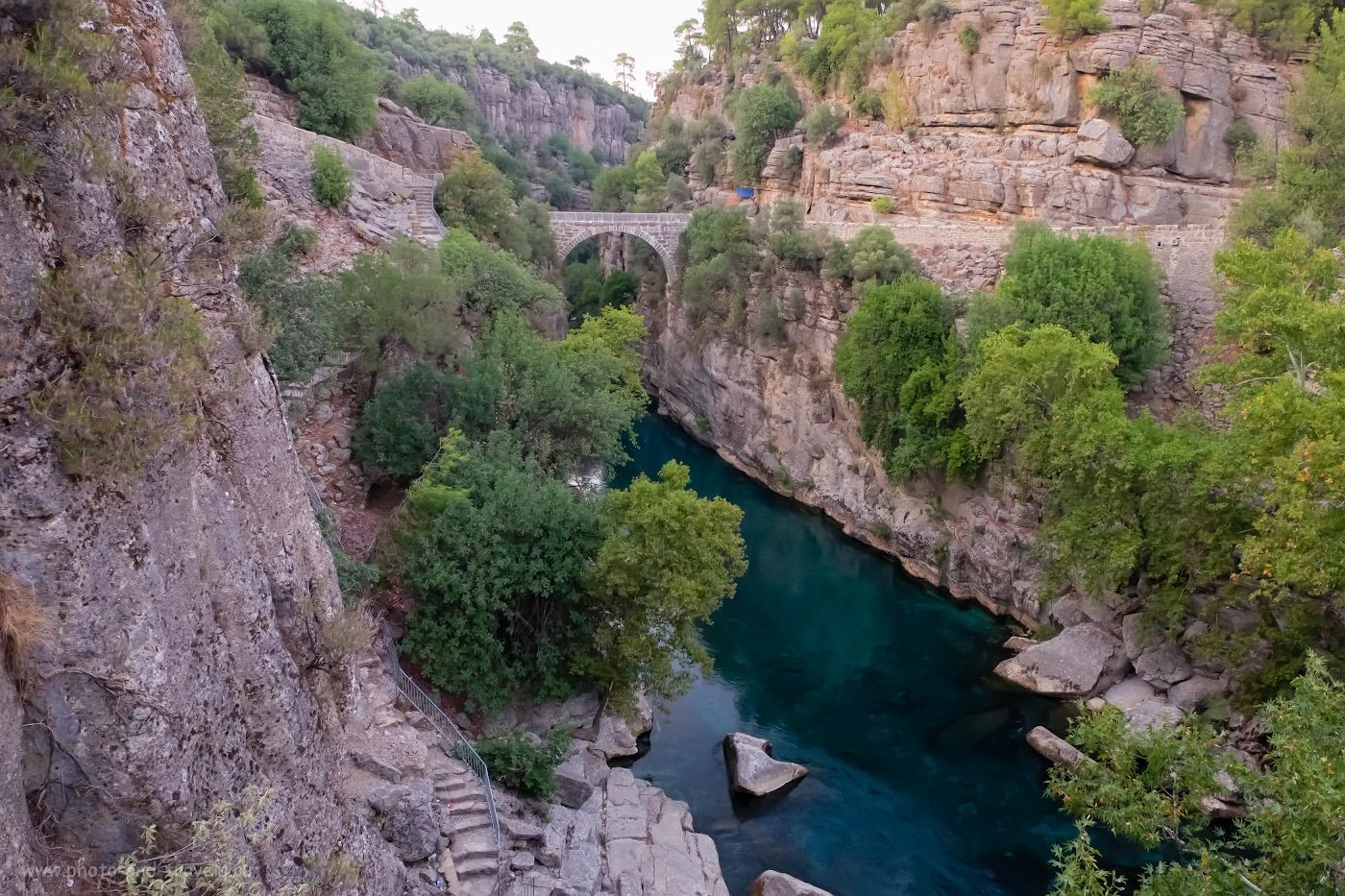 3. Вид на ущелье реки Кёпрючай, через которое проложен мост Олук в парке «Каньон Кёпрюлю». 1/35, 2.8, 3200, 16.