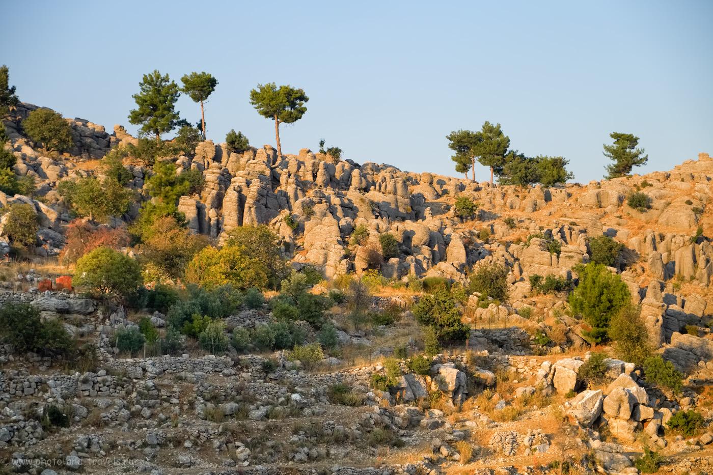 13. Каменные столбы. Наверное, это - начало местности под названием «Адам Каялар» (AdamKayalar). 1/1700, 2.8, 200, -0.33, 54.