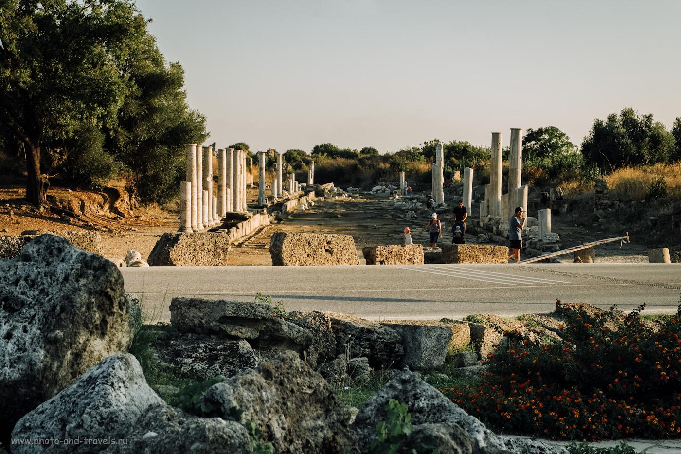 Фото 7. Вид на Западную улицу с колоннами в Сиде. 1/120, 8.0, 200, +0.33, 55.