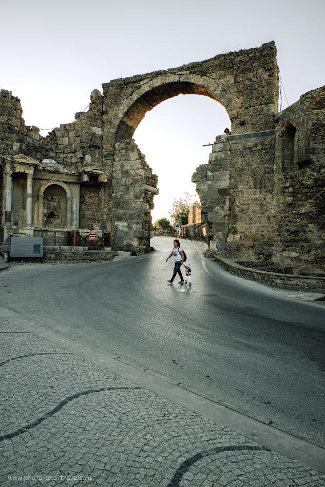 13. Вид на Триумфальную арку. Какие достопримечательности можно посмотреть в Сиде во время экскурсии с ребенком? 1/80, 8.0, 250, +0.33, 16.
