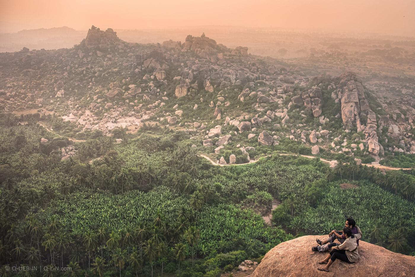 1. Инопланетные пейзажи индийской деревни Хампи очень напоминают окрестности турецкого села Алтынкая. Снято на Nikon D750 + Nikon28-300mmf/3.5-5.6G ED VR AF-S.
