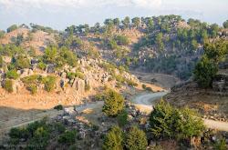 Skaly Adam Kaiialar est nedaleko ot Antalii Kak ikh naiti i pochemu ia schitaiu ikh samymi krasivymi v Turtsii opisyvaetsia v otdelnom otzyve