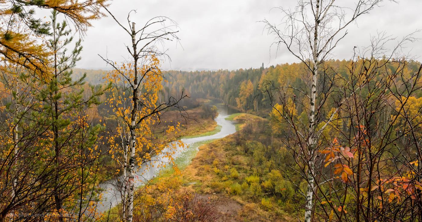 Фото 3. Вид на реку Серга со смотровой площадки у скалы Светлая. Настройки: В=1/160, f/9.0, ISO 400, поправка экспозиции -1EV, ФР=20 мм.