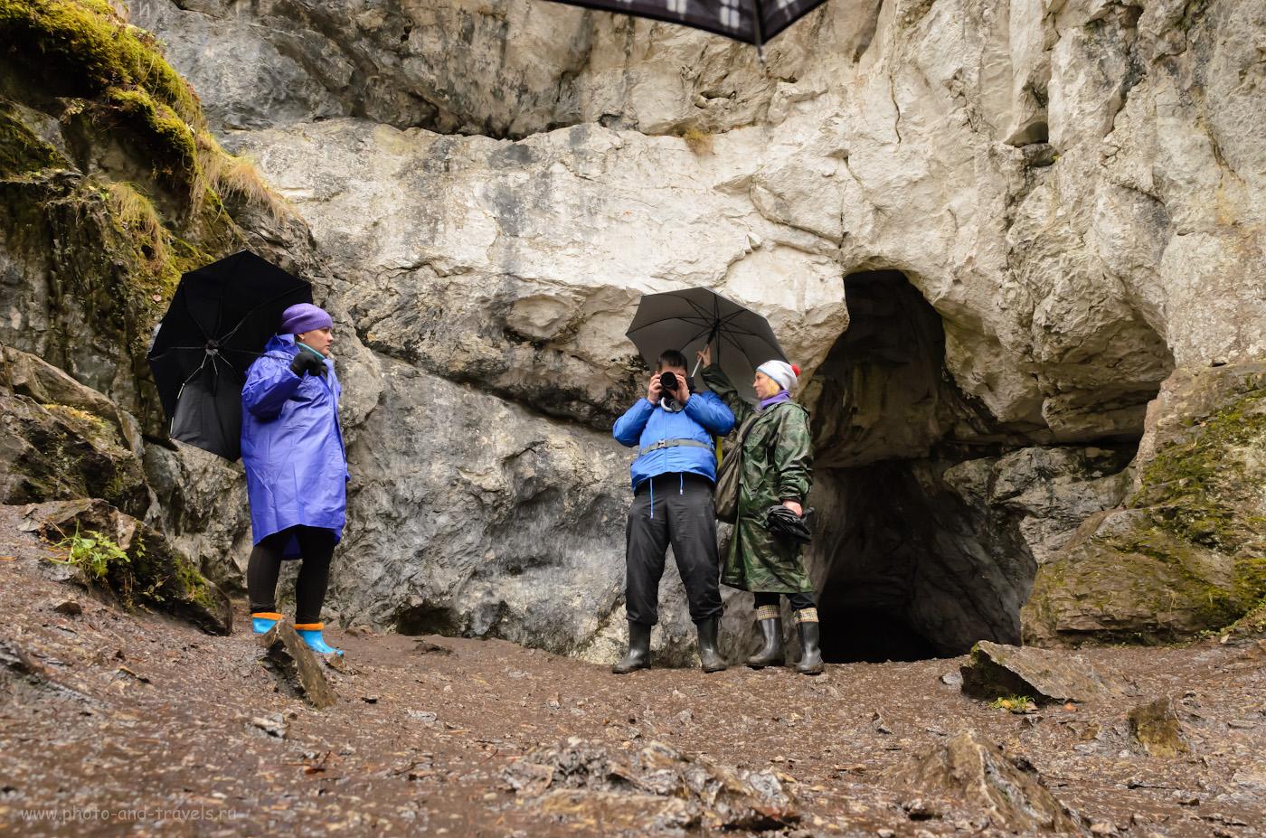 20. Небольшой грот в Оленьих ручьях, где была обнаружена стоянка древнего человека. Официально он называется «Пещерой стоянки древнего человека». Поход выходного дня по Среднему Уралу. 1/40, 1000, 9.1, 17.