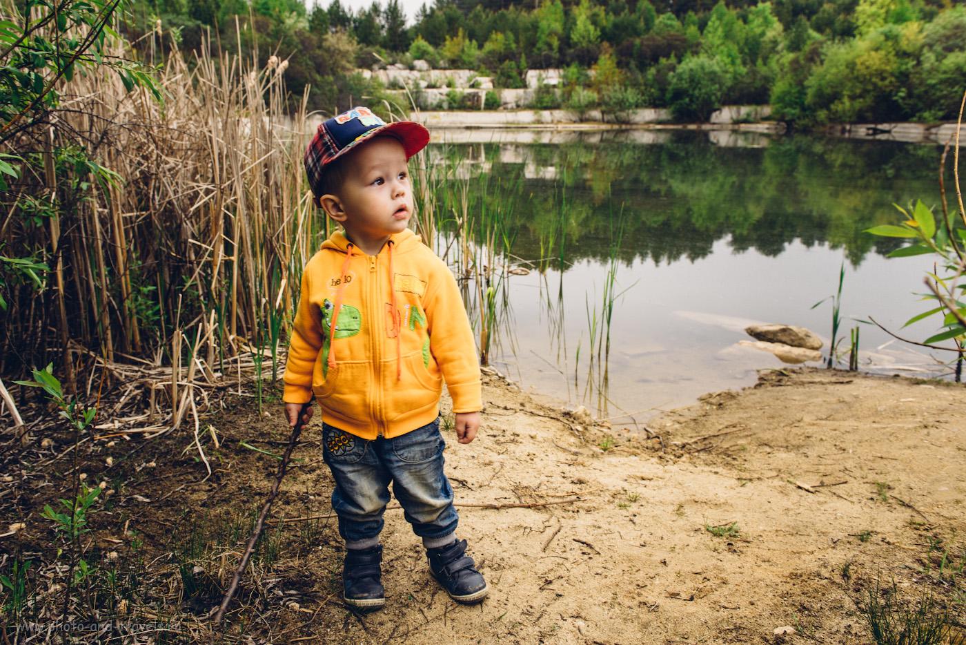 Пример съемки портрета на природе с освещением от одной Yongnuo YN-685 с белым зонтом на просвет. Фотоаппарат Nikon D610 + Nikon 24-70mm f/2.8G. Настройки: 1/60, 5.6, 160, 24.