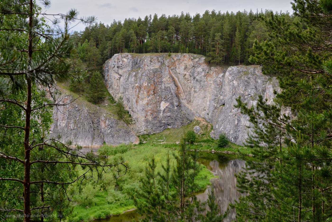 Фото 3. Вид со смотровой площадки на скалу Шайтан-камень, что в окрестностях села Арамашево. Интересные места в Свердловской области, куда поехать на авто с маленьким ребенком. 1/50, 14.0, 220, -0.67, 52.