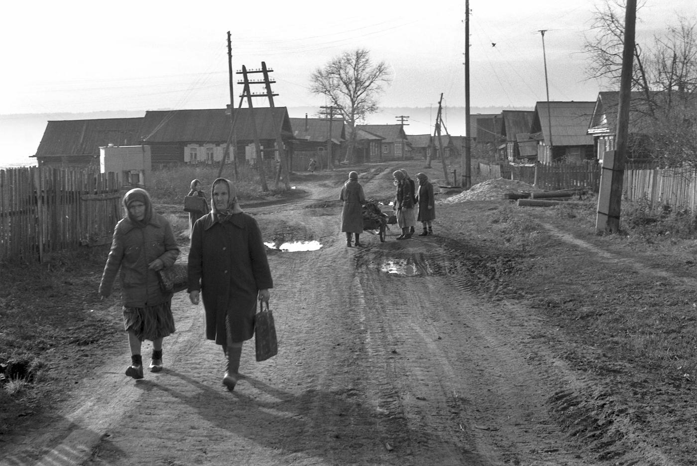 Фотография 2. Бабушки в Слободе. Старые фотографии села.