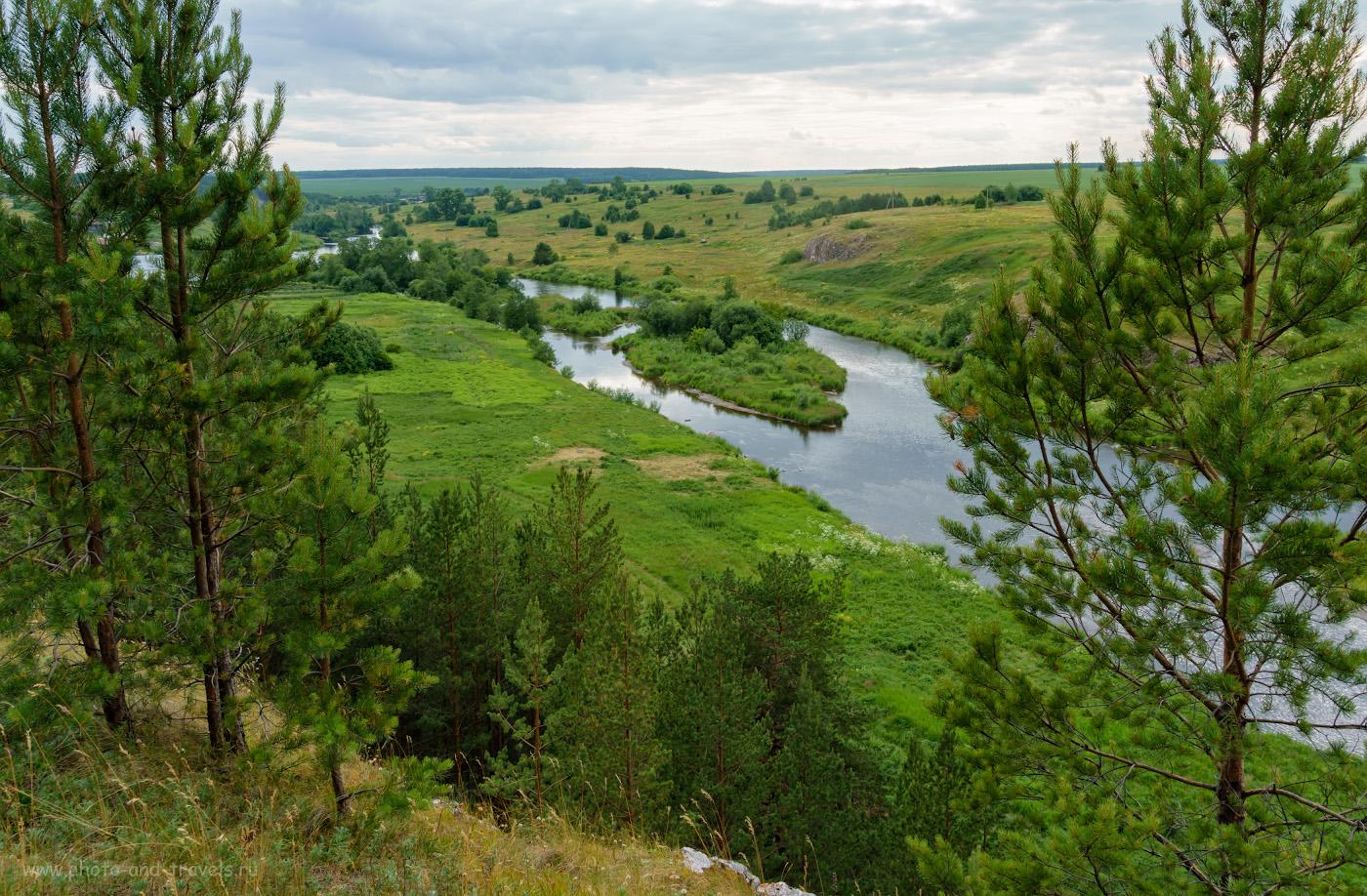 9. Виды на реку Реж со скалы Тигриная голова вверх по течению. Вдали – деревня Липино. 1/100, 9.0, -1, 16.