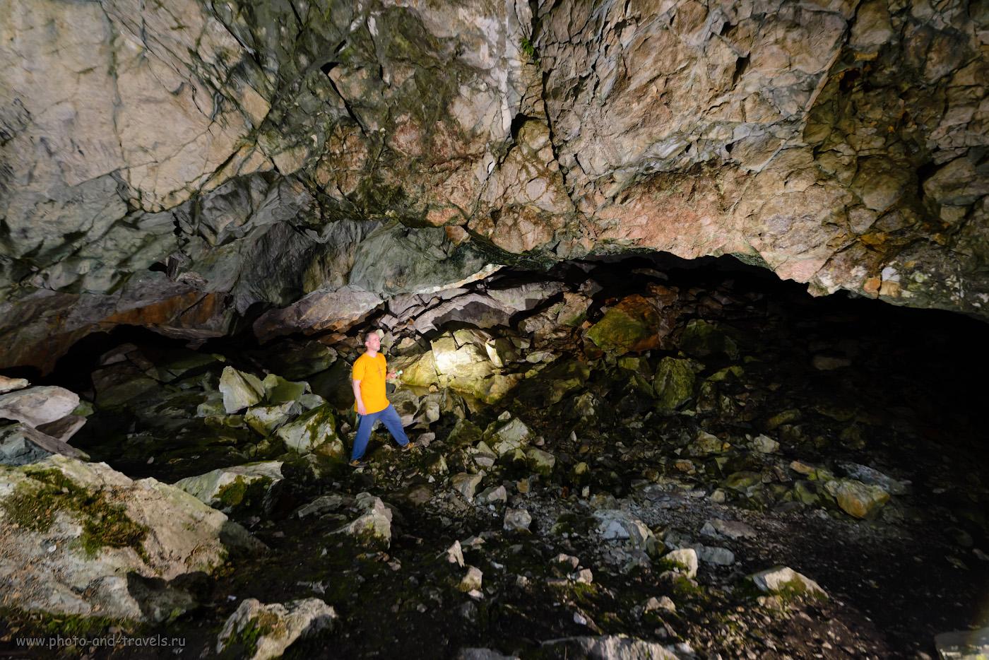 Пример съемки портрета в пещере с освещением от двух Yongnuo YN-685 и управлением от синхронизатора YN-622N-TX. Камера Nikon D610, объектив Samyang 14mm f/2,8. Настройки: 1/40, 5.6, 1250, -1.0, 14.