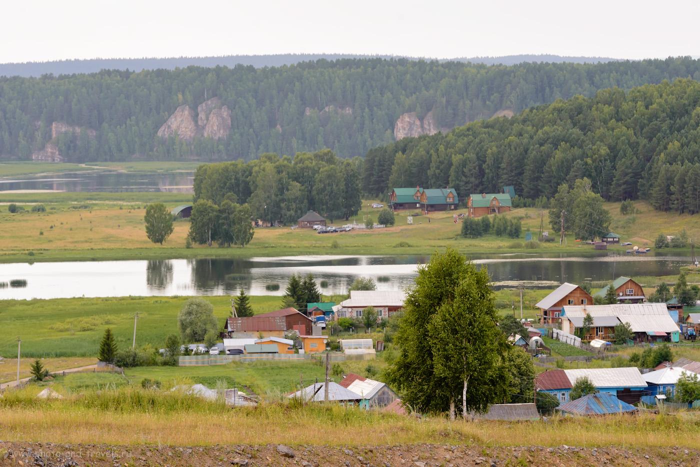 Фото 2. Скалы к северо-западу от Аракаево. Вид с холма на въезде в село. Снято на телеобъектив Nikon 70-200mm f/2.8G со следующими настройками: 1/320, 8.0, 900, -0.33, 135.