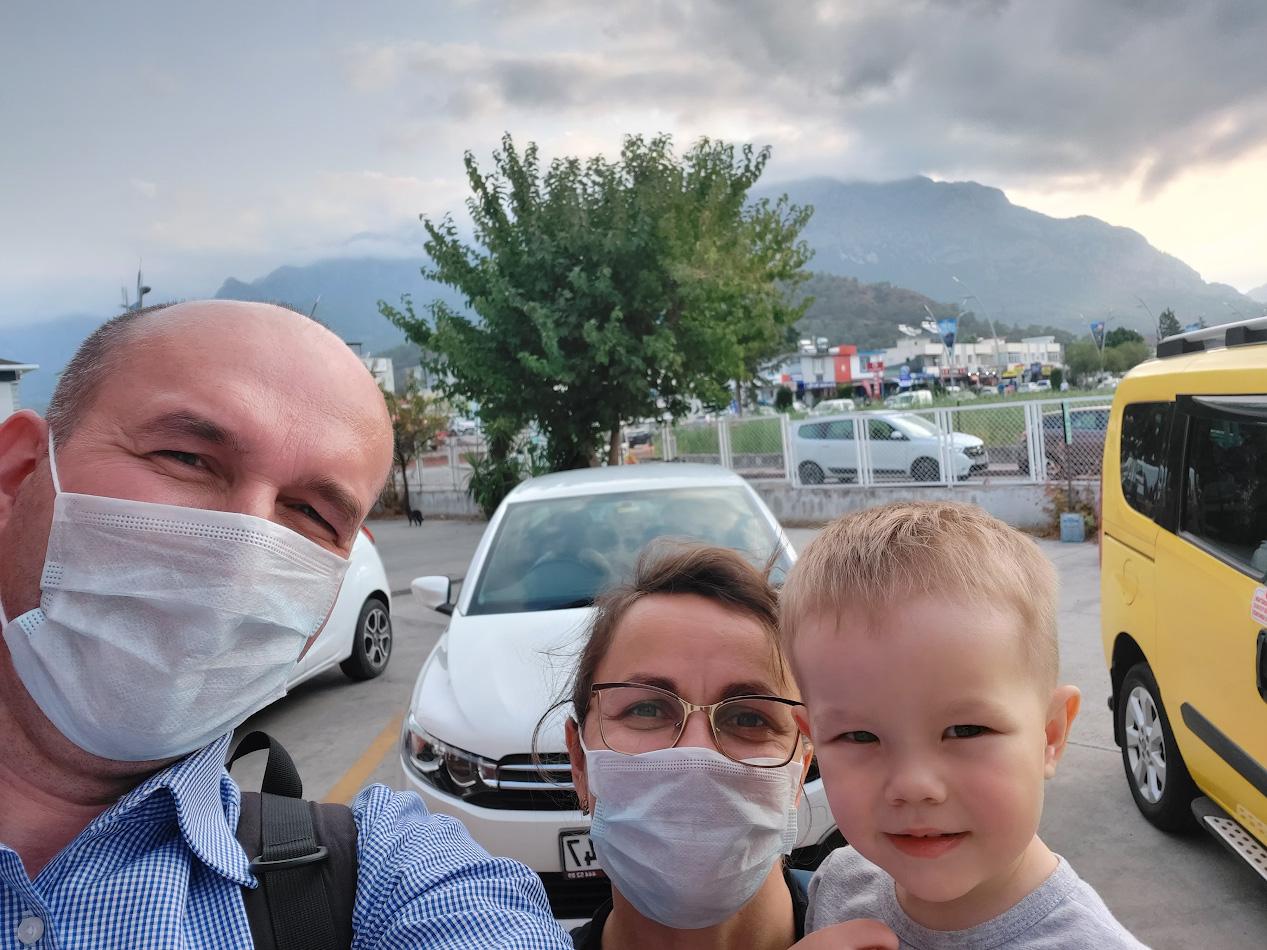 1. Семейное селфи в начале автомобильного путешествия по Турции.