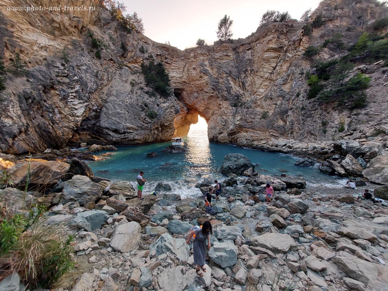 Фотография 16. Бухта Делик Дениз (Delik DenizveKralYolu) – одно из тех мест, которые стоит посетить тем туристам, кто отдыхает в Алании и хочет посмотреть окрестности на машине.