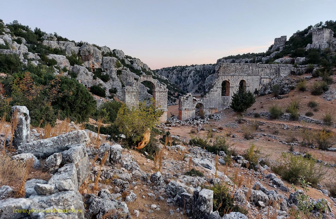 27. Акведук античного города Ольба (Olba Antik Kenti) в окрестностях Кызкалеси. Интересные места в восточной части Средиземноморского побережья Турции (провинция Мерсин).