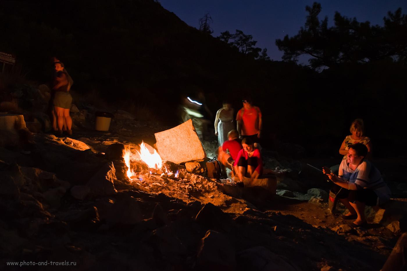 5. Стоит ли ехать в Чиралы, чтобы посмотреть огни Химеры? Рассказ о нашей экскурсии самостоятельно. 6. Туристы, пламя и сама Химера. Как мы отдыхали в Чиралы и какие достопримечательности посетили самостоятельно. 0.6, 2.8, 3200, +1.33, 16