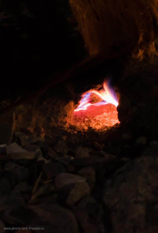 11. Через такие отверстия в скале изрыгает свой огонь знаменитая турецкая Химера. 1.0, 2.8, 3200, +1.33, 41.
