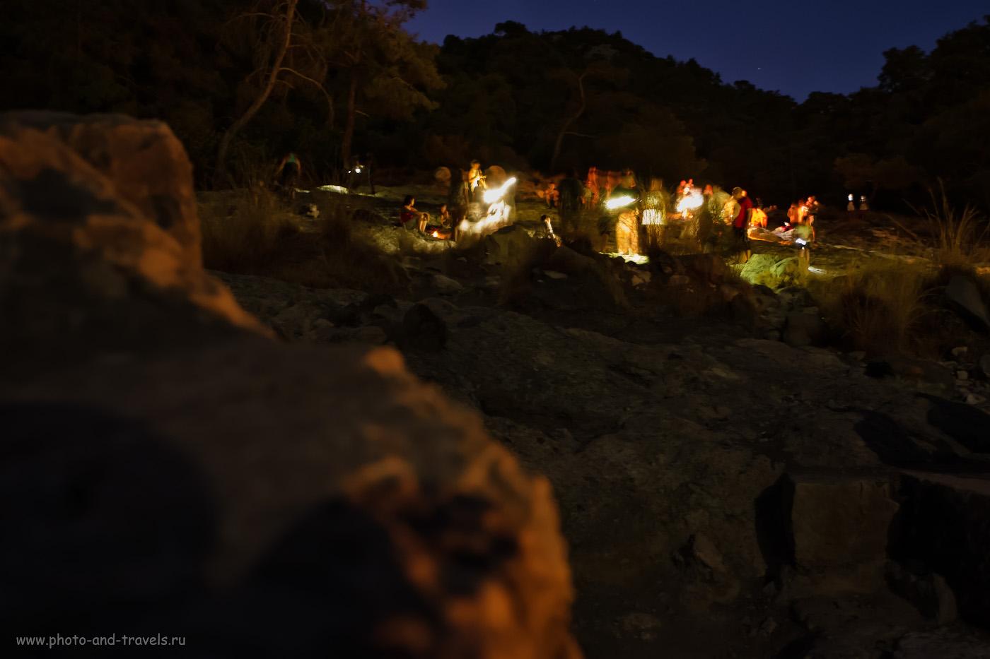 14. Спустя полчаса после того, как мы поднялись к огням горы Янарташ, количество туристов на ней поубавилось. Попробуйте сходить на нее поздней ночью. 3.5, 2.8, 3200, +1.67, 16.