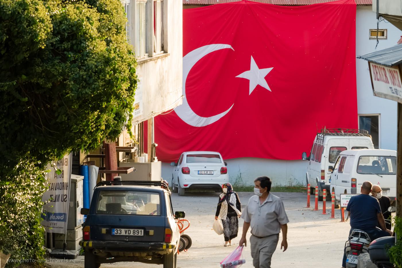47. Улица в городе Чамлыяйла в горах Турции. Все прохожие в масках. 1/60, 11.0, 640, -0.33, 156.