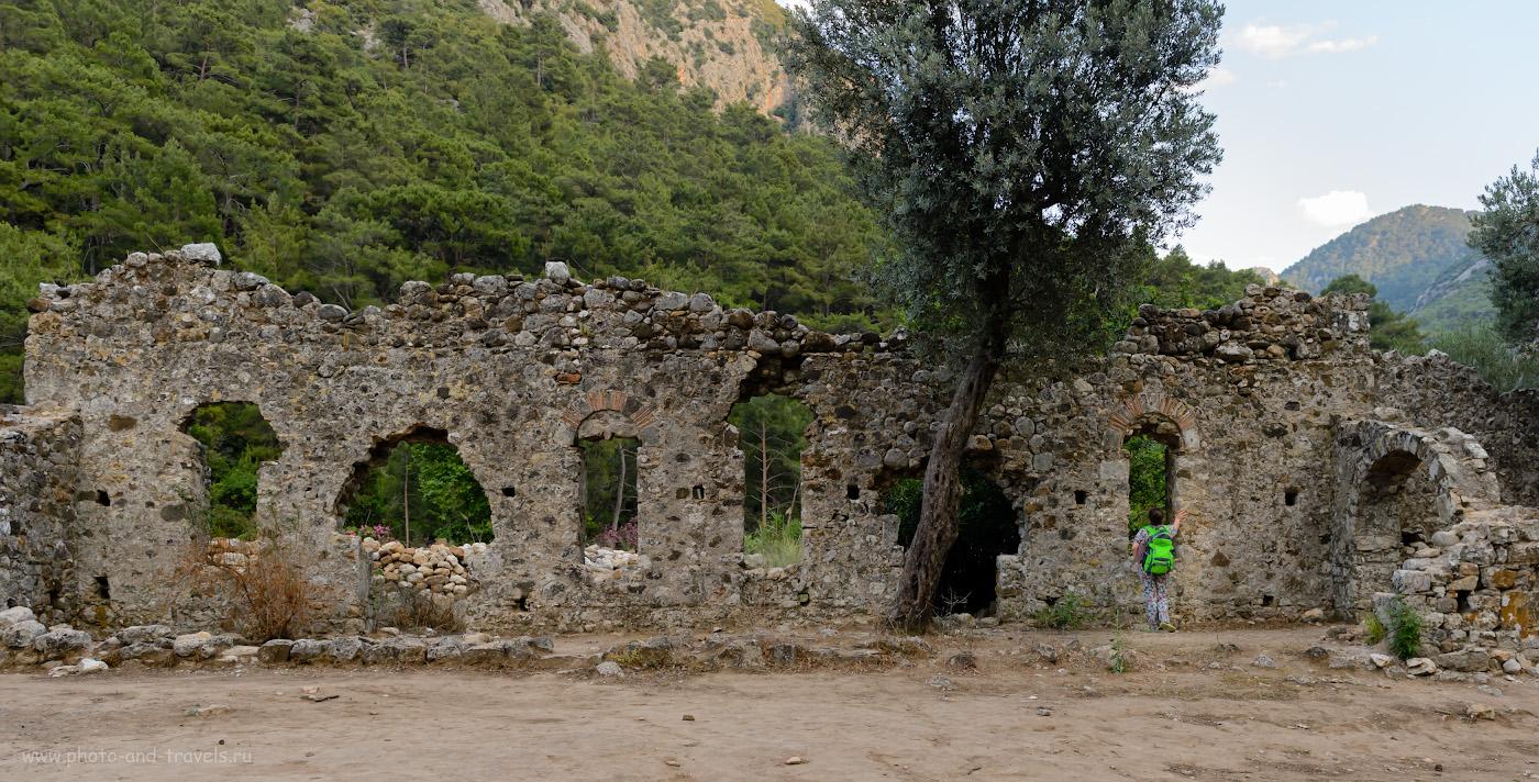 12. Остатки стены здания в Олимпосе (Olimpos Antik Kenti). Снято на полнокадровую зеркалку Nikon D610 + Nikon 24-70mm f/2.8G. Параметры: 1/320, 4.5, 800, -0.33, 26.