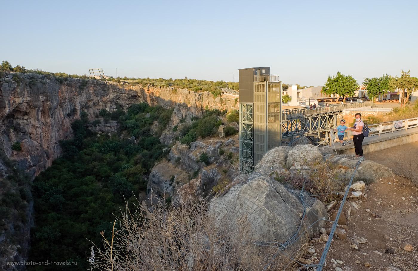 2. По пути к руинам античного города Ольба (Olba Antik Kenti) можно увидеть пещеры Рай и Ад (Cennet ve Cehennem Obrukları, Дженнет и Дженнем). Что посмотреть, отдыхая в Кызкалеси провинции Мерсин. 1/80, 8.0, 200, -0.33, 16.