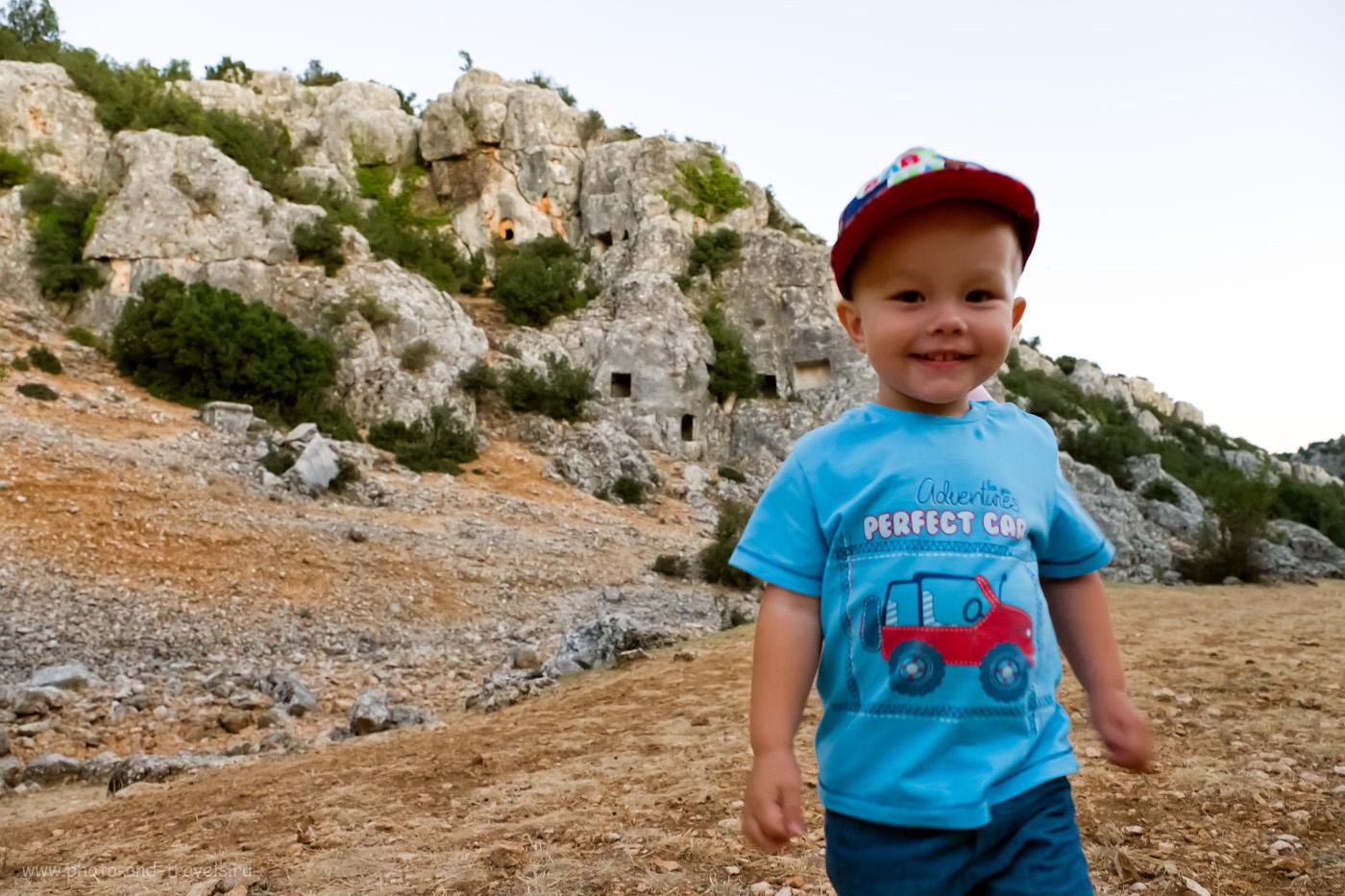 8. Гуляя по каньону, можно исследовать пещеры в его стенах. Поездка на авто из Мерсина. Ищем интересные достопримечательности. 1/60, 4.0, 2500, 16.