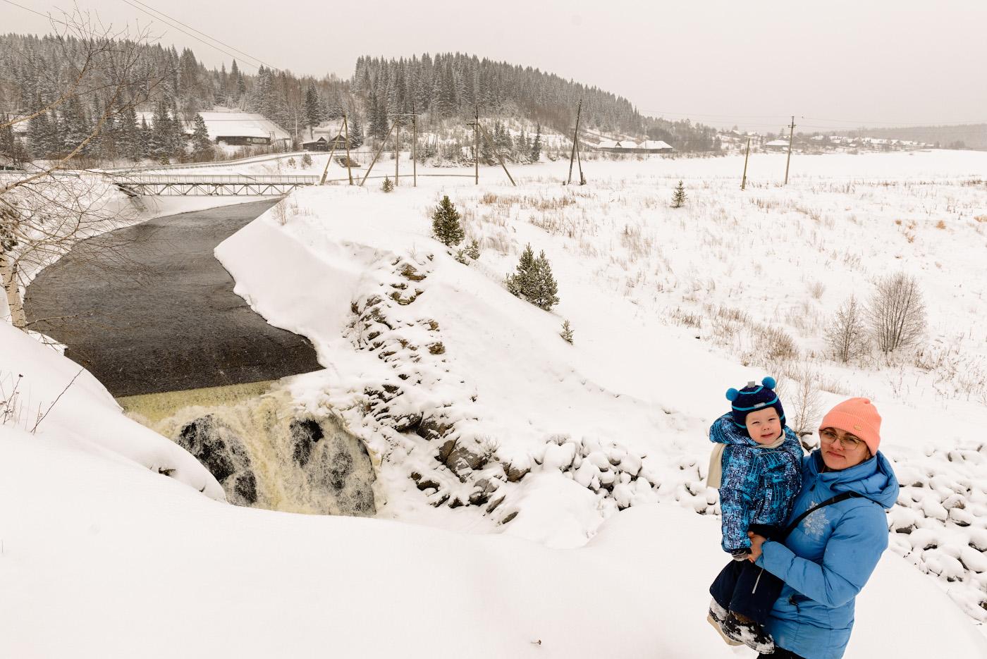 11. Фотосессия на фоне водопада в поселке Висимо-Уткинск. 1/320, 7.1, 400, +0.67, 24.