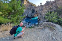 Po puti iz Alanii v Kyzkalesi vy proezzhaete mimo povorota k bukhte Delik Deniz Ne propustite nerealnuiu krasotu