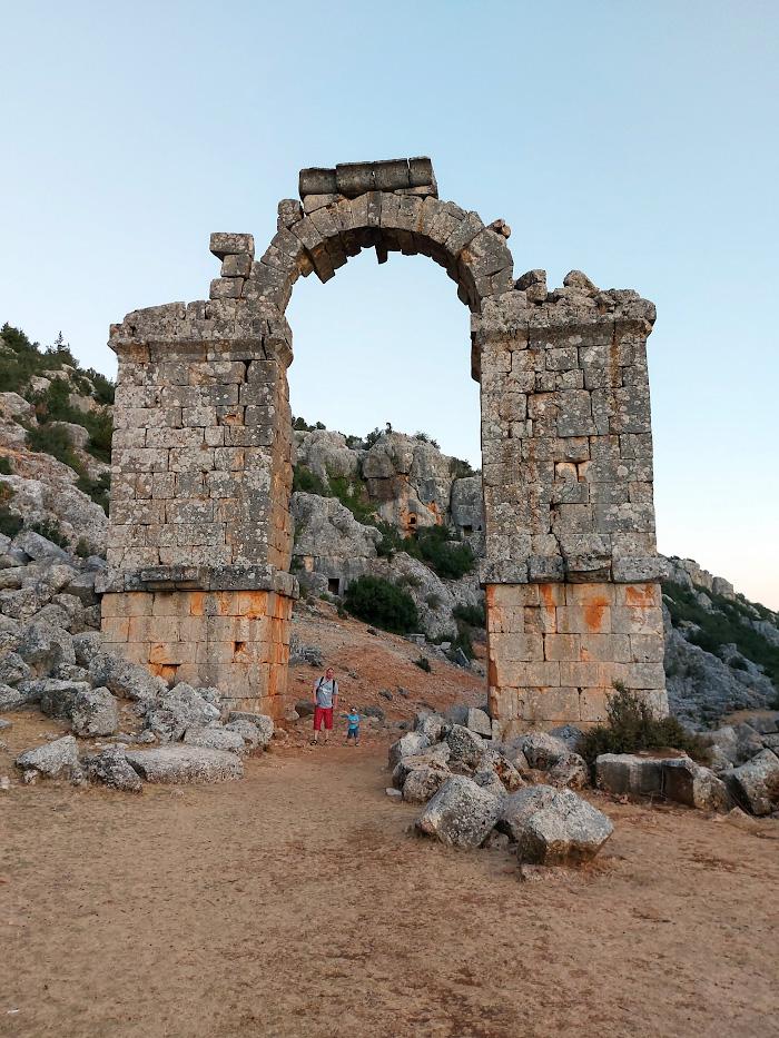Фото 4. Развалины акведука античного города Ольба (Olba Antik Kenti). Что интересного посмотреть, отдыхая в Кызкалеси.