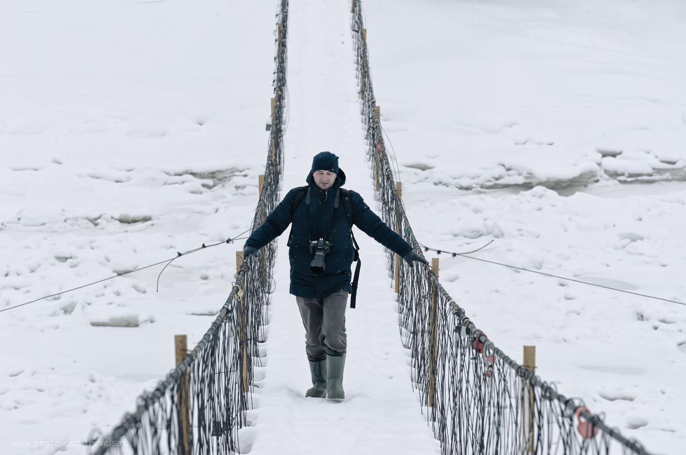 14. Переход висячего моста над рекой Косьва. Экскурсия к горе Ладейная. Снял это фото Николай Обухов (Nikon D610 плюс Nikon 70-300mm f/4.5-5.6G), обработал я. Параметры: 1/500, 11.0, 1800, +0.33, 210.