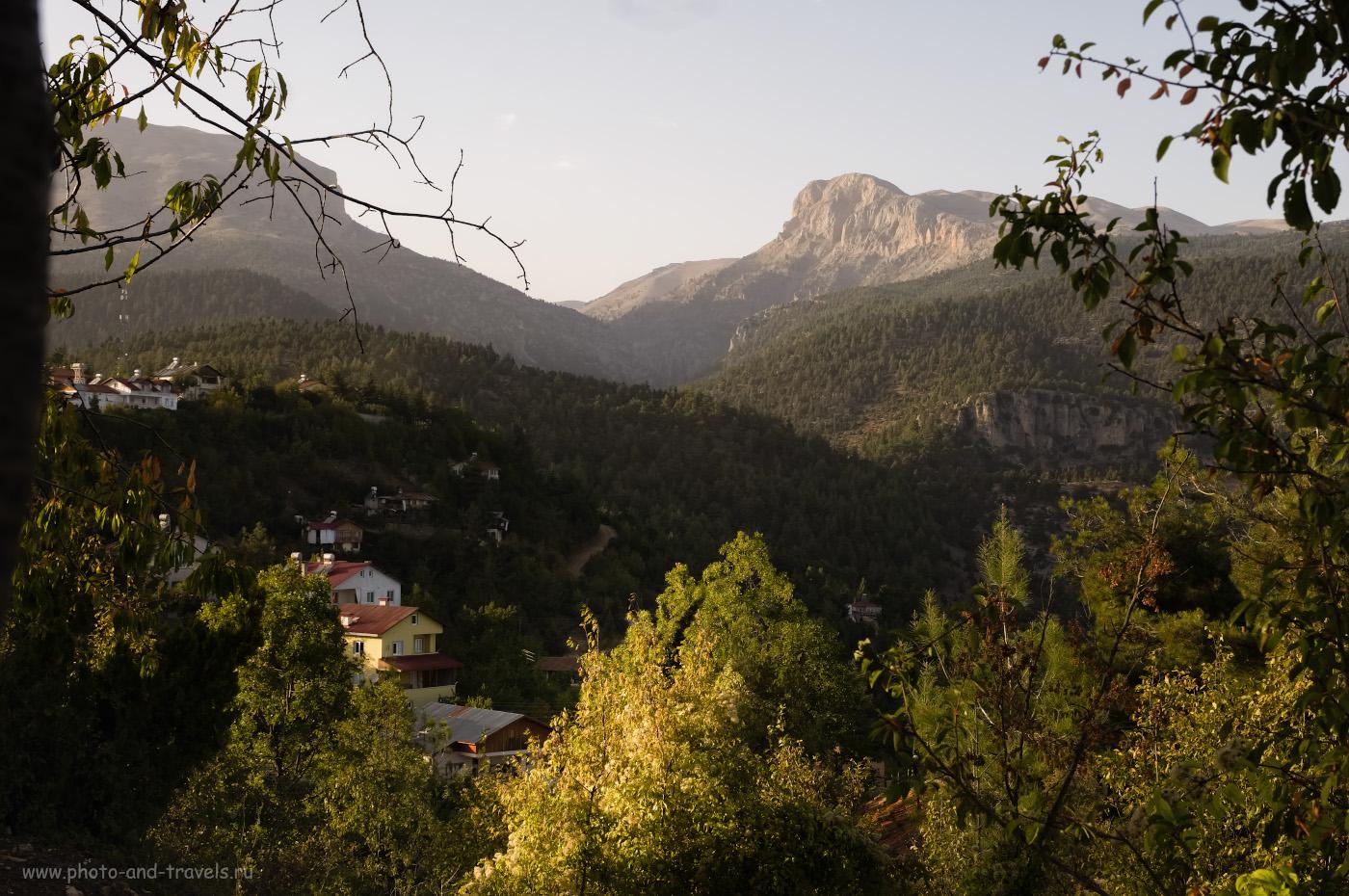 Фотография 8. Вид на горы Кюмбет (KümbetTepesi) справа (2473 метра) и Гёрюш (Görüş Tepesi) слева (2351 метр). Настройки: 1/80, 11.0, 200, -0.67, 24.