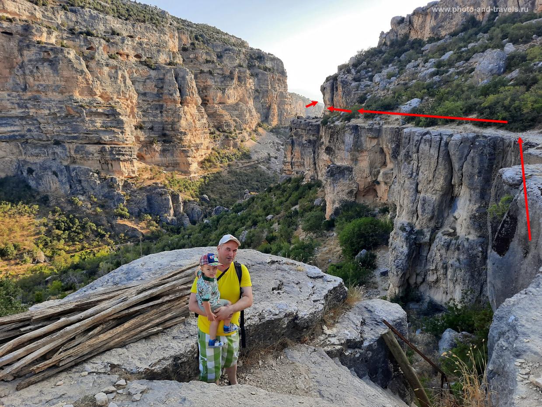 20. Похоже, чтобы добраться к Арке, нужно двигаться от лестницы вот туда – вправо.