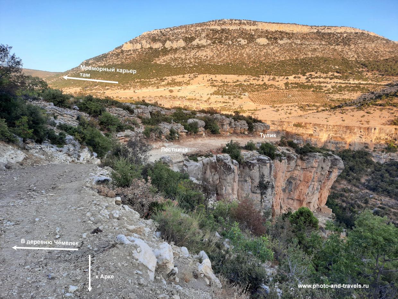 18. Если стоять спиной к тропе, ведущей в Арку, увидите лестницу на дно каньона Сасон.