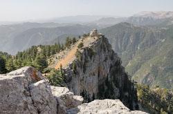 Podieem na mashine na vysotu 1960 metrov k bashne IAngyn Gezetleme turetskoe Lastochkino gnezdo na gore Bashtepe
