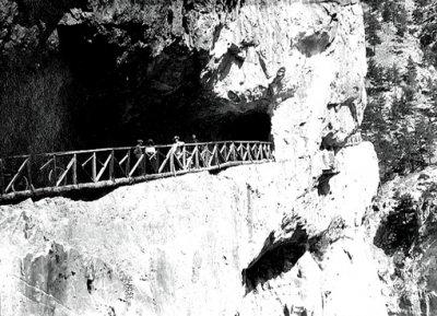 15. Терраса около арки была огорожена. Каньон Чакыт в начале XX века.