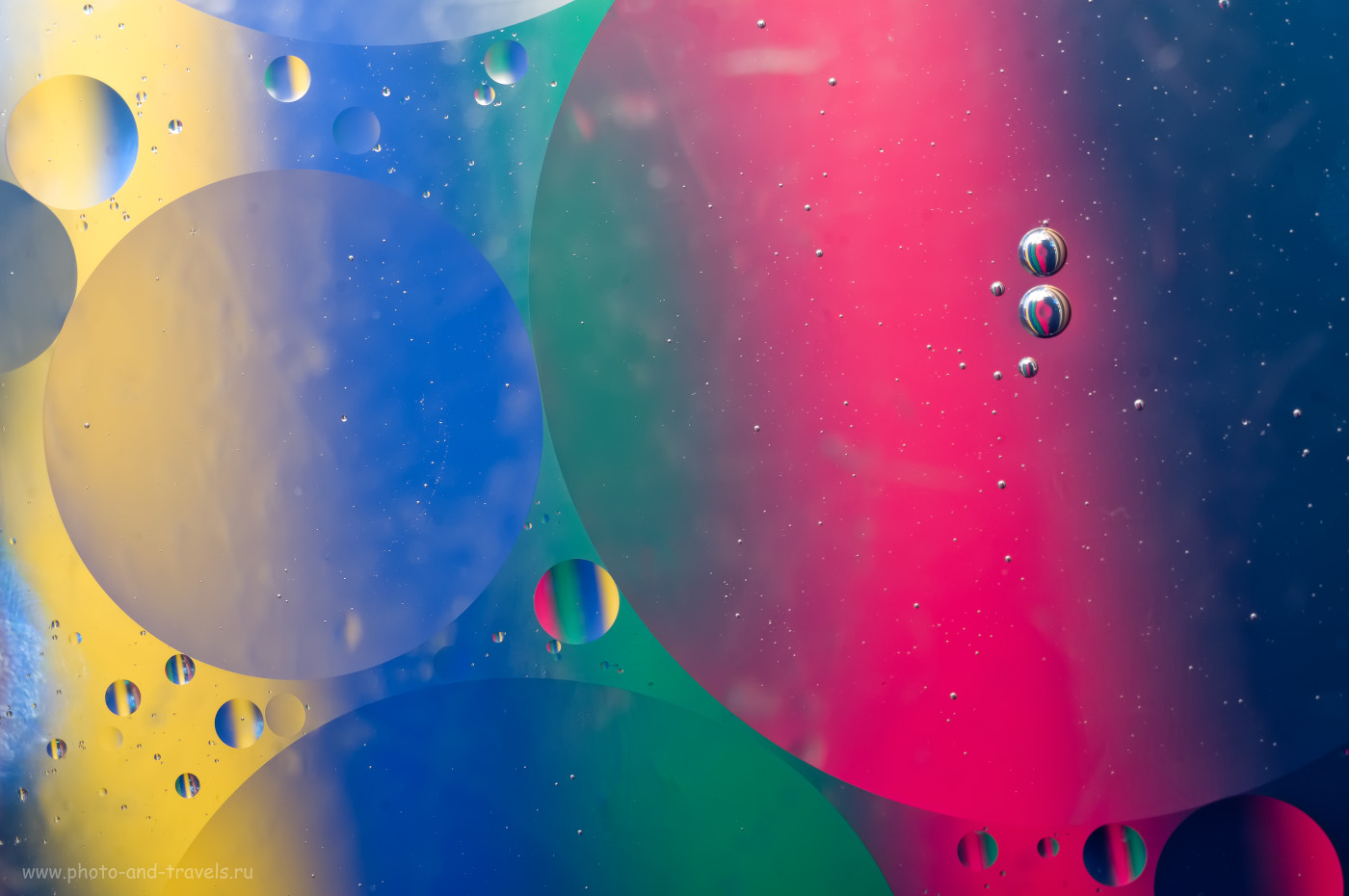 11. Пример съемки капель масла на воде на макрообъектив Вега 11У с тушкой Fujifilm X-T10. Освещение - от вспышки Yongnuo YN-685N, управляемой с трансмиттера YN-622N-TX. Настройки: 1/180, 200, 75, 50.