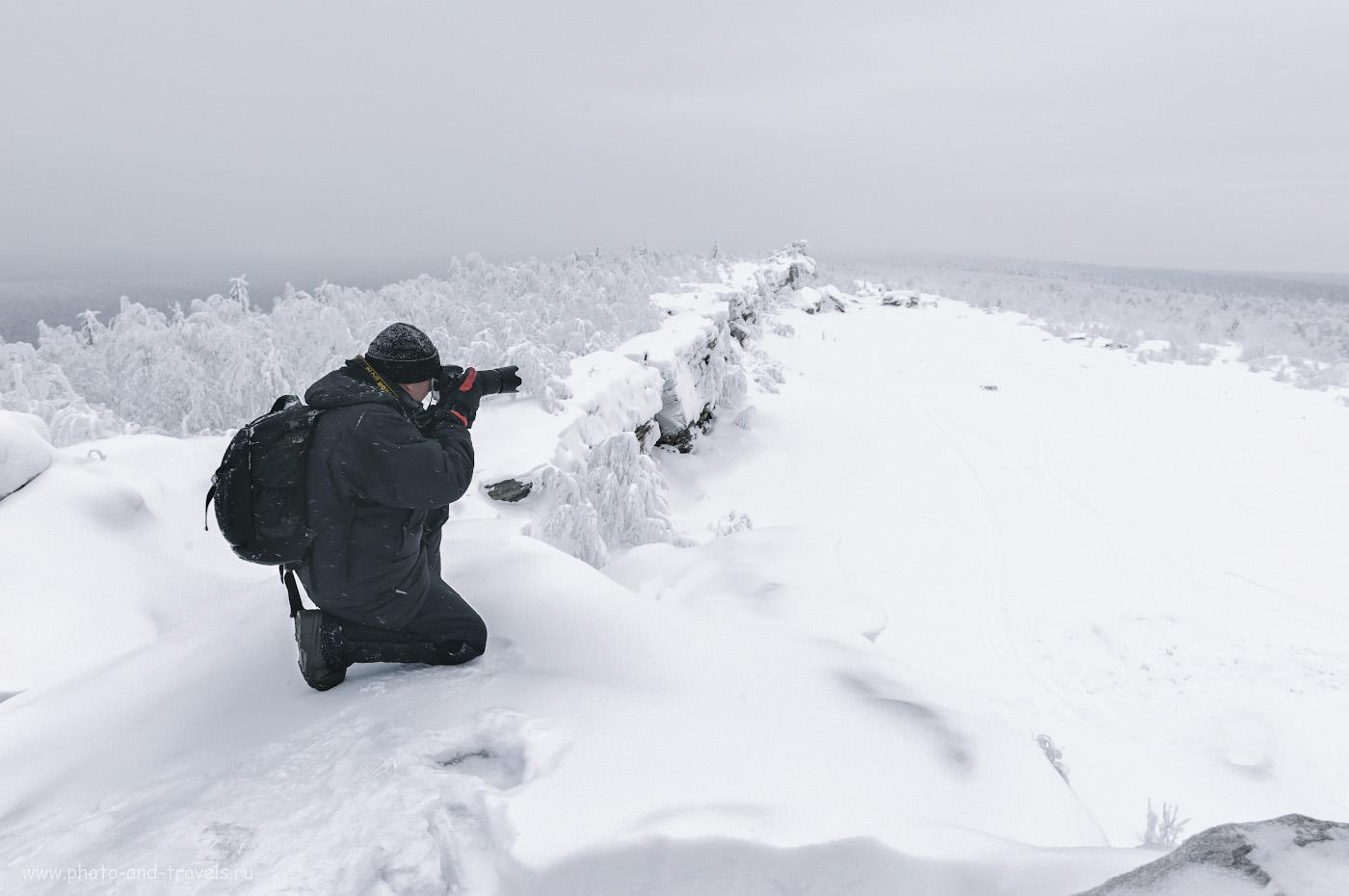 1. Фотограф на самой высокой точке скальной гряды - Водоразделе горы Крестовая. Камера Nikon D610. Объектив Nikon 24-70mm f/2.8G. Настройки: 1/250, 10.0, 1600, +1.67, 24.