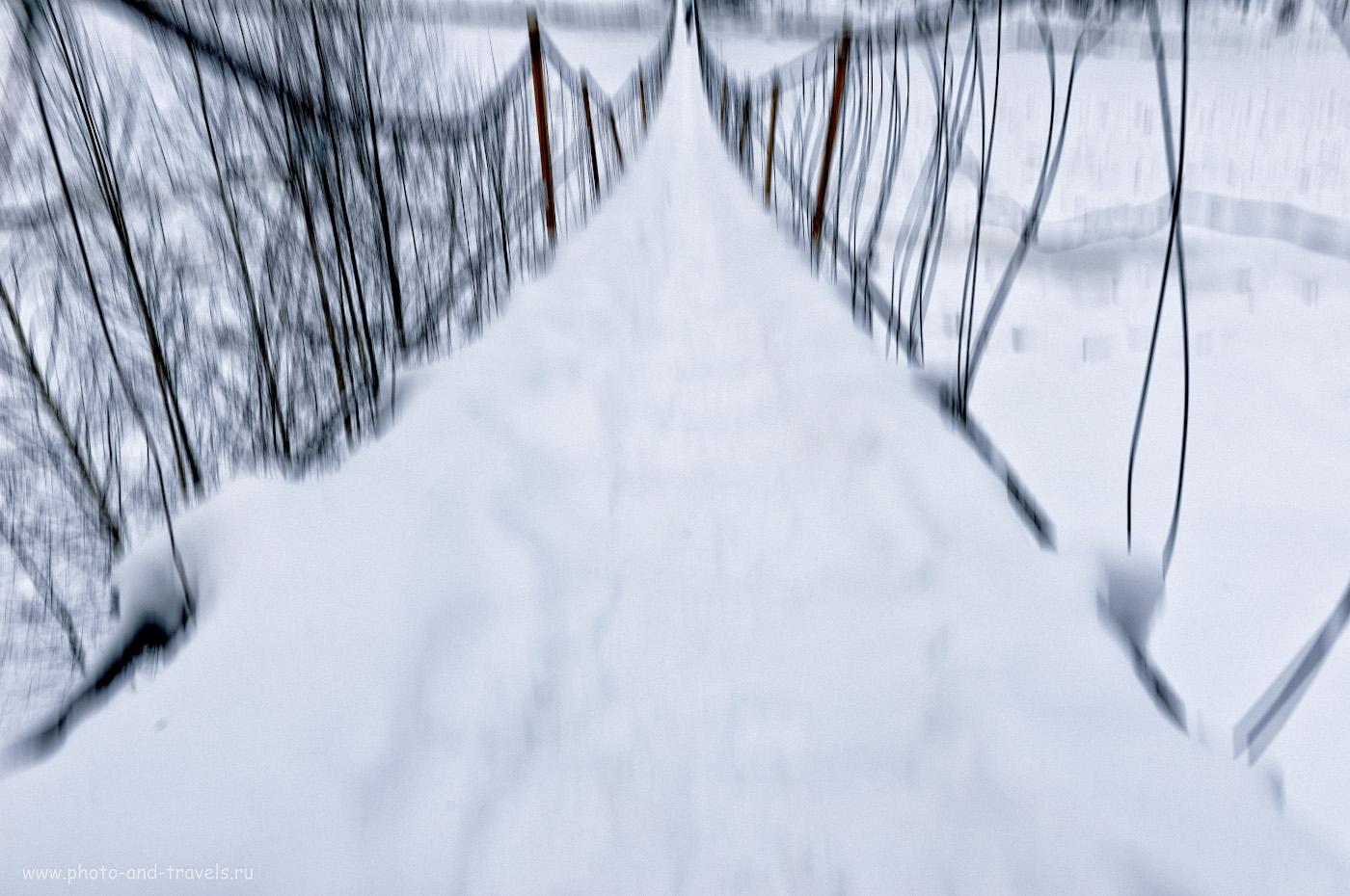 5. Вы думали, что фотограф применил специальный прием «намеренное движение камеры» (Intentional Camera Movement)? Нет, просто он высоты боится. Так выглядит висячий мост через Косьву в Губахе, когда у автора от страха глаза велики. 1/50, 9.0, 200, +1.33, 24.