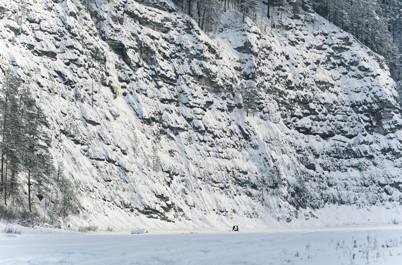 14. Скалолазы у подножия ледопада на камне Великан. Как мы путешествовали по Пермскому краю зимой. 1/400, 6.3, 220, +0.67, 200.