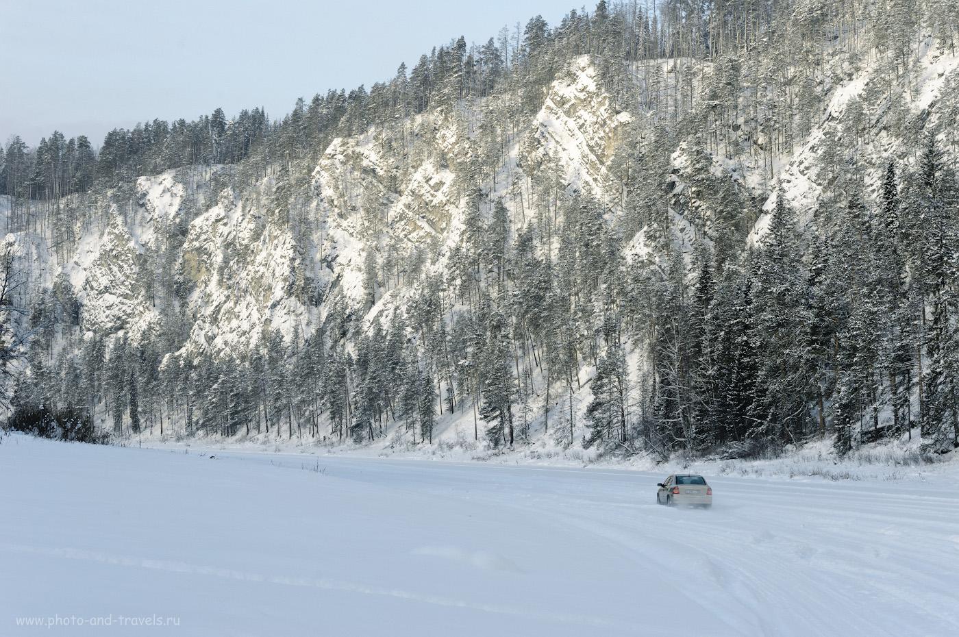 Фотография 17. Зимой у подножия камня Великан, к сожалению, вы встретите не только снегоходы, но и автомобили. 1/160, 8.0, 200, +0.67, 70.
