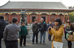 Pervaja chast' otcheta o podgotovke samostojatel'nogo puteshestvija v Kitaj v 2011 godu. Shema puteshestvija, sovety po organizacii poezdki: Pekin – Jansho – Shanhaj.