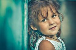 Obzor s primerami fotografij, snyatyh na lyubitel'skuyu zerkalku nachal'nogo urovnya Nikon D3100 i fiks Nikon 50mm f/1,8G. Interv'yu s avtorom snimkov, gde rasskazyvaetsya ob algoritme obrabotki detskogo portreta.