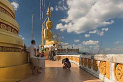 Ne menee krasivy karstovye holmy na poluostrove Krabi (Krabi) v Tailande. Pochitajte reportazh o voshozhdenii na goru u Tigrovogo hrama.