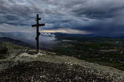 Pro voshozhdenie na goru Zolotaja k Poklonnomu krestu v gorode Karabash Cheljabinskoj oblasti.